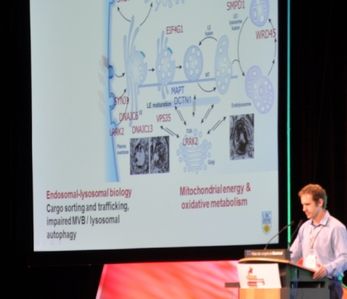 Dr Matthew Farrer présentant son exposé aux participants du WPC 2013 à Montréal